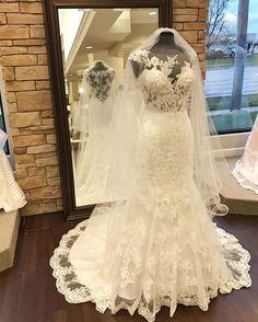 love the lace of this mermaid wedding dress,so elegant !!!OMG