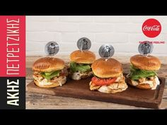 Healthy chicken burger by Greek chef Akis Petretzikis! An easy recipe for tasty burgers with chicken fillet and a tahini and yogurt sauce! Perfect and light! Healthy Chicken, Baked Chicken, Chicken Schnitzel, Delicious Burgers, Burger Buns, Burger Recipes, Everyday Food, Salmon Burgers, Food Processor Recipes