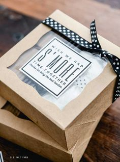 Candy Gift Box, Candy Gifts, Gift Boxes, Easy Teacher Gifts, Teacher Treats, Teacher Appreciation Week, Volunteer Appreciation, Dessert Boxes, Food Gifts