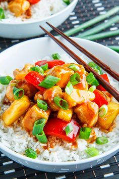 Low FODMAP Recipe and Gluten Free Recipe - Easy sweet & sour chicken Asian Recipes, Healthy Recipes, Sweet Sour Chicken, Fodmap Recipes, Asian Cooking, Paleo, Chili, Chicken Recipes, Easy Meals