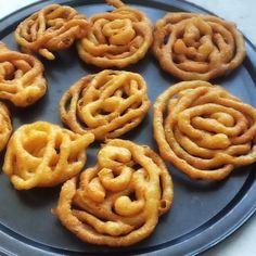 Jalebi Algerian Recipes, Algerian Food, Cake Hacks, Arabian Food, Arabic Dessert, Mexican Food Recipes, Ethnic Recipes, Plum Cake, Cupcake Cakes