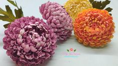 D.I.Y. CHRYSANTHEMUM FLOWER FROM CARD STOCK PAPER Crepe Paper Flowers Tutorial, Flower Paper, Paper Video, Paper Art, Paper Crafts, Chrysanthemum Flower, Paper Beads, Friend Birthday, Handmade Flowers