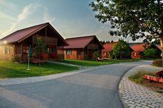 Gowerlhof im Bayerischen Wald - Qualitätsgeprüfter UrlaubsFischerhof Freundlich, Cabin, Mansions, House Styles, Home Decor, Nature Reserve, Recovery, Woods, Cabins