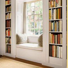 Sou dessas apaixonadas por Bela e a Fera em grande parte pela surpresa dele ser dar a ela uma biblioteca enorme que tem dentro do castelo. E amo também cantos de leitura, aquele lugar especial para guardar os livros mais amados, os livros novos, coleções, triologias e especialmente para acender uma boa luminária e sentarLeia mais