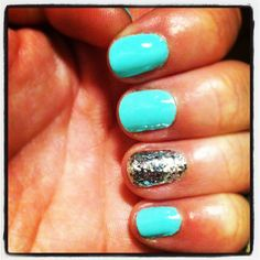 Accent nail :)