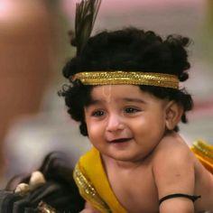Radha Krishna Sketch, Radha Krishna Songs, Baby Krishna, Krishna Leela, Cute Krishna, Lord Krishna Images, Radha Krishna Pictures, Krishna Photos, Bal Krishna Photo