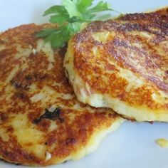 Bacon Cheddar Potato Cakes- think next time I will add corn and green onions. Cheddar Potatoes, Leftover Mashed Potatoes, Side Dish Recipes, Veggie Recipes, Cooking Recipes, Side Dishes, Cooking Ideas, Dinner Recipes, Potato Cakes