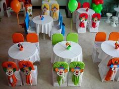 Simple,easy and cute idea! A piece of fabric tied up with a clown cut up for a circus theme party :) Carnival Cupcakes, Carnival Themed Party, Carnival Birthday Parties, Circus Birthday, Circus Theme, Carnival Themes, Circus Party, Birthday Party Themes, Circus 1st Birthdays