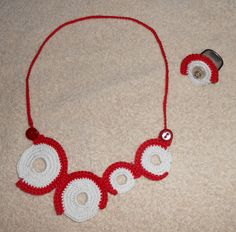 crocheted necklace based on an idea from etsy whith an ornament for a Ring. Basic Ring by Charlotte, Ehinger-Schwarz.