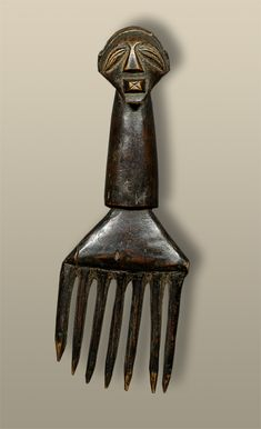 Africa   Comb from the Songye people of DR Congo   Wood   mid 1900s. Afro Comb, Africa Decor, Afro Pick, Tribal Hair, Wood Comb, Adinkra Symbols, Art Africain, African Masks, Hair Combs