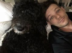Lou and Clifford are so adorable! Zayn Malik, Niall Horan, Louis Tomlinson, One Direction Photos, One Direction Harry, Liam Payne, Harry Styles, Louis And Harry, Louis Williams