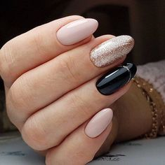 Prized by women to hide a mania or to add a touch of femininity, false nails can be dangerous if you use them incorrectly. Types of false nails Three types are mainly used. Classy Nail Designs, Nail Art Designs, Acrylic Nails Natural, Crome Nails, Nagel Gel, Classy Nails, Nail Manicure, Gel Manicures, Nail Polish