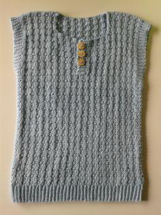 Jeg har endnu engang haft en vest på pinden, denne gang strikket godt ud i tiden så den kan passe ham til vinter. Jeg elsker vest til de sm...