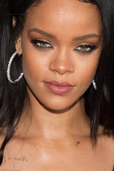 "vegassss: ""lipz-sofrench-ass-sospanish: ""arielcalypso: ""Rihanna at ""Fendi's New York Flagship Boutique Inauguration Party"" February *close up* "" "" perfect "" Rihanna Makeup, Rihanna Riri, Rihanna Style, Rihanna Looks, Rihanna Outfits, Jenifer Lawrence, Bad Gal, Woman Crush, Beautiful Black Women"