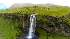 29 Seljalandsfoss, Islandia.  Czytaj dalej na: http://www.popularnie.pl/zdjecia-z-dronow/