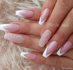 French tip nails are chic, delicate and gorgeous. It is a classic nail art design type, in recent years it has become the trend of nail art design. The history of French tip nails was first used by French models to make them look clean and beautiful. Cute Nails, Pretty Nails, My Nails, Glitter Tip Nails, Swarovski Nails, Crystal Nails, French Tip Nail Designs, Nail Art Designs, Nails Design