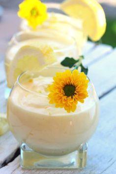 Tiramisu au citron et limoncello ☼ ☼ ☼ ☼ ☼ ☼ ☼ ☼ ☼ ☼ ☼ ☼ ☼ ☼ ☼ ☼ ☼ ☼ ☼ ☼ INGREDIENTS: (pour 6 personnes) 18 biscuits à la cuillère 3 gros oeufs 140 g de sucre 250 g de mascarpone 3 citrons jaunes bio 10 ml de limoncello Je tester la recette d'Agnés de...