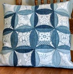 Repurposed denim and lace pillow. Artisanats Denim, Denim And Lace, Jean Crafts, Denim Crafts, Rag Quilt, Quilt Blocks, Quilting Projects, Sewing Projects, Cathedral Window Quilts