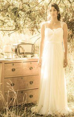 Os presentamos la elegante colección de vestidos de novia de la firma rose & delilah.
