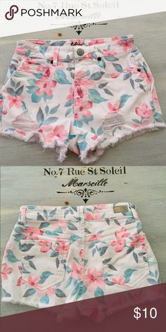 """Aeropostale Flower Shorts Aeropostale's Tokyo Darling, Hawaiian Peach Flowered Jean Shorts, With Fraying On The Legs. Perfect Condition! 2"""" Inseam. Aeropostale Shorts Jean Shorts"""