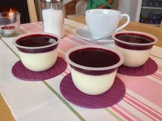 Panna cotta s lesním ovocem Chocolate Desserts, Chocolate Fondue, Baked Goods, Panna Cotta, Cheesecake, Pizza, Baking, Cupcakes, Ethnic Recipes