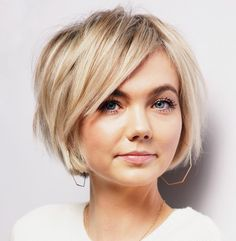 Short Bob with Choppy Side Bangs Side Bangs Hairstyles, Wavy Bob Hairstyles, Romantic Hairstyles, Short Bob Haircuts, Braided Hairstyles, Chin Length Haircuts, Chin Length Bob, Korean Hairstyles, Celebrity Hairstyles