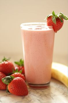 Schneller Erdbeer-Bananen Smoothie Rezept von Living on Cookies