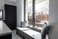 Kitchen bench with extra storage for a modern design. #placestositdowninkitchen #kitchenbench #modernkitchen #kitchendesign #kitchenfurniture #islandkitchen #wooddetails #kitchenideas #KUXAstudio #KUXA #KUXAkitchen #bucatariemoderna #bucatarie Kitchen Benches, Kitchen Storage, Divider, Furniture, Studio, Room, Home Decor, Contemporary Design, Bedroom