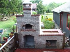 Brick grill with pizza oven and bottom storage. Mine will be similar but different style and with additional counter space. Diy Grill, Grill Oven, Barbecue, Thermal Cooking, Brick Grill, Four A Pizza, Back Patio, Spanish Style, Outdoor Decor