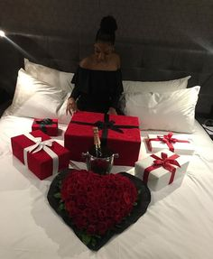 JordanLanai - Romantic hotel room ideas for him - Valentines Surprise, My Funny Valentine, Valentine Day Gifts, Romantic Things, Romantic Dinners, Romantic Ideas, Romantic Dinner Setting, Birthday Goals, Diy Birthday