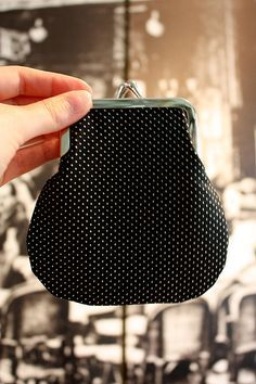 kukkaron teko-ohje (in Finnish, good pictures) Diy Clutch, Diy Purse, Craft Tutorials, Sewing Tutorials, Craft Ideas, Fun Crafts, Diy And Crafts, Revamp Clothes, Diy Bags Purses