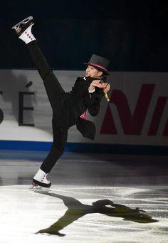 NHK Trophy 2015 || エキシビションで演技する浅田真央=29日、ビッグハット (撮影・桐山弘太)