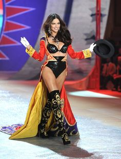 Victoria's Secret Fashion Show 2012: Los ángeles bajaron a la tierra on http://negrowhite.net