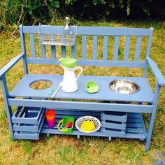 ) Built a mud kitchen The day I (!) Built a mud kitchen Diy Outdoor Furniture, Kids Furniture, Outdoor Decor, Diy Montessori, Montessori Materials, Waldorf Kindergarten, Preschool Garden, Mud Kitchen, Backyard Playground