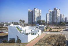 Gallery of Flying House / IROJE KHM Architects - 15