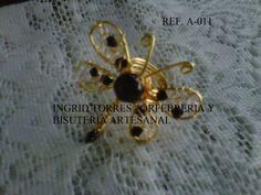 anillo elaborado con alambre de gold field y onix..