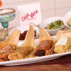 Los Angeles natives know that Casa Vega is the place to get your Mexican comfort-food fix. Particularly popular is its signature dish, tamales. Mexican Food Recipes, Beef Recipes, Homemade Tamales, Creamed Beef, Tamale Recipe, Street Food, Food Videos, Tasty, Viva Mexico