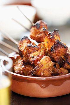 Varkvleis-kebabs Braai Recipes, Kebab Recipes, Pork Recipes, Cooking Recipes, Recipies, Oven Recipes, South African Dishes, South African Recipes, Ethnic Recipes