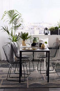 ULRICEHAMN stol Stol i spännande design som är lika snygg på uteplatsen som vid matbordet inne. Den har en given plats i det moderna hemmet. <br>Material: Metall.<br>Storlek: Totalhöjd 81 cm, sittbredd 53 cm, sittdjup 57 cm, sitthöjd 41-47 cm. <br>Beskrivning: Stol med sits av lackad metalltråd. Viss montering krävs. Monteringsanvisning medföljer.<br>Tips & Råd: Stolen är tillverkad i lackade metalltrådar och lämpar sig därför även för utomhusbruk.