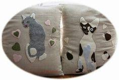 Gatti sul cuscino