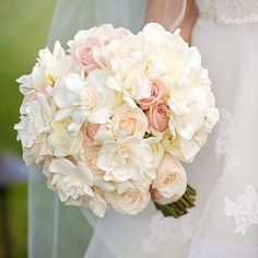 « White #gardenias and soft pink #roses make an incredibly romantic #bouquet #bridal #bouquet #wedding #weddingfriday #weddingdetails #instadaily… »