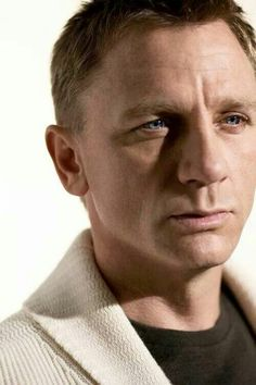 Daniel Craig...those eyes ...❤