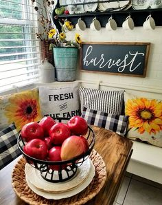 Discover creative ways to decorate your home for late summer and early fall. Beautiful French Country fall decor and vintage style early fall home tour. Country Fall Decor, Fall Home Decor, Autumn Home, Autumn Decorating, Decorating Your Home, Decorating Ideas, Late Summer, Autumn Summer, Harvest Decorations