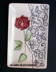 Une rose posée délicatement sur la dentelle et voilà un petit plateau pour les friandises de 4h.