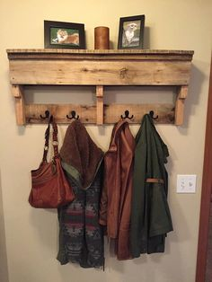 Rustic Pallet Wood Furniture Coat Rack Shelf