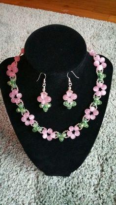 Beaded Necklace Patterns, Beaded Bracelets Tutorial, Beaded Earrings, Jewelry Crafts, Handmade Jewelry, Bead Jewellery, Leather Jewelry, Jewelry Making, Seashell Crafts