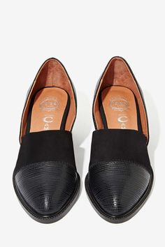 It's a lizard and suede beauty with d'orsay detailing, stacked heel, and genuine leather lining. ==