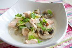 Hämmentäjä: Maukas lohi-nuudelikeitto kookoskermalla. Tasty salmon noodle soup with cocos.