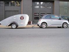 Fiat 500 abarth met teardrop caravan
