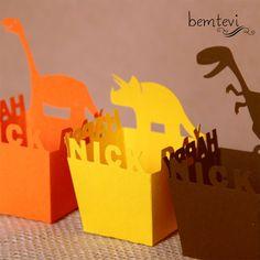 Cachepot com recorte especial em papel vivaldi  Tamanho:  base 4,5 x 4,5cm  boca 5,5 x 5,5cm